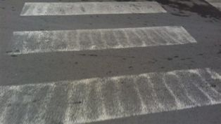 Баба пострада докато пресича на пешеходна пътека