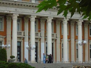 След години на мълчание, пернишкият театър с премиетра