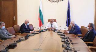 Борисов: Презапасете се с маски и предпазни облекла, укрепете болниците