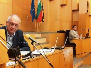 Абсурд по пернишки: кандидат за шеф хем отговаря на условията, хем не подал документи