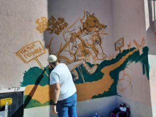Рисуват приказки на фасадите на детските градини в Перник