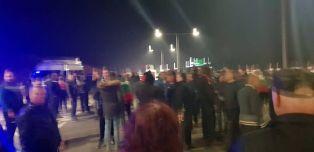 Пуснаха движението, протестиращите се отеглят