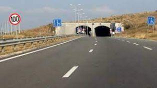 Важно за прибиращите се от София перничани: спряха движението по магистралата за половин час