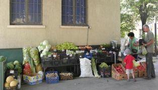 Отмъкнаха кантар и зеленчуци от пазара в Перник