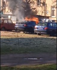 Кола пламна по сред бял ден