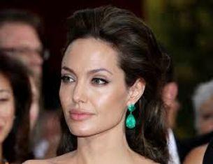 Анджелина Джоли си махна яйчниците