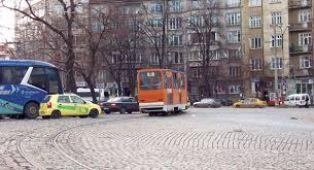 ПОЛЕЗНО ЗА ПЪТУВАЩИТЕ В СОФИЯ. Промени в организацията на движение във връзка с ремонта на кръстовището на Руски паметник