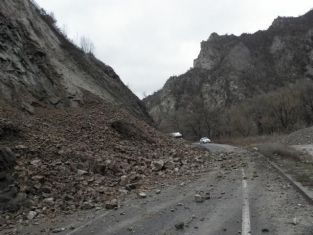 Свлачище се активизира в пернишкия квартал Рудничар /обновена/