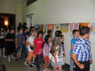 Децата художници показаха картините си в пернишката библиотека