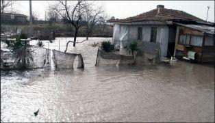 Обезщетяване при бедствия само за хората, които нямат средства да се застраховат