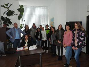 Василена Борисова председателства Административния съд в Перник за ден. Други младежи получиха атрактивни награди за есетата си /снимки/