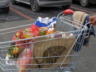 Възрастните пазаруват само два часа  сутрин. Градовете с КПП-та