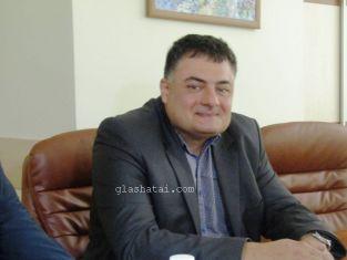Приятен повод да почерпи днес има зам.кметът на Перник- Стоицев