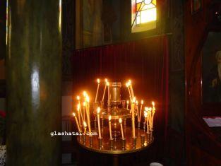Бой със свещници в храм