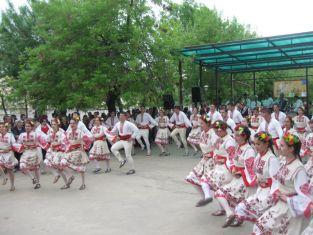 """""""Граово"""" играят хоро утре на Канала"""