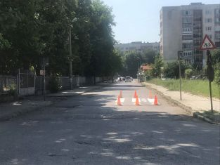 Освежават пешеходните пътеки в Изток