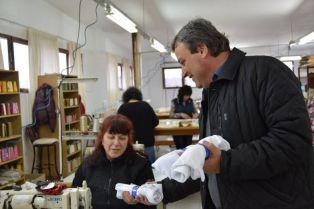 """Кандидатите за народни представители от ПП ГЕРБ-Перник се срещнаха с работещите във шивашка фирма """"Фотис"""" ООД"""