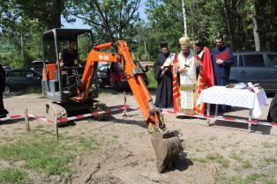 Направиха първа копка на параклис в пернишко село