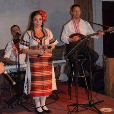 Фолклорни ритми пълнят дните на перничани в края на седмицата