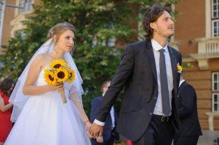 Младо семейство реши: без букети на сватбата- парите за деца в риск