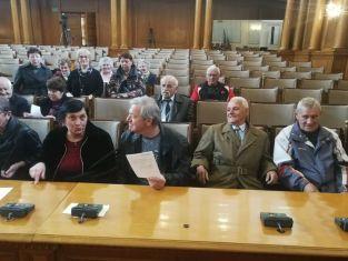 Пернишки пенсионери седнаха на банките в Парламента