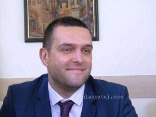 Повод да почерпи днес има зам. кметът Стефан Кръстев