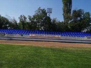 Почти 119 000 лева гълтат козирките и поливането на стадиона в Радомир