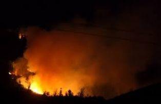 Огнен ад и между Брезник и Земен. Има изгорели къщи