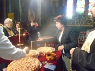 С водосвет започна предизборната надпревара за ГЕРБ- Перник. Вижте какво си пожела Вяра Церовска в храма и кой и спретна изненада /снимки/