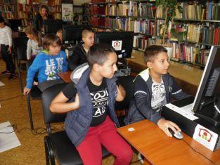 Деца програмираха с робот в Библиотеката