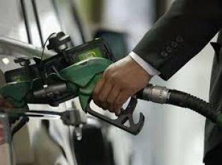 Цените на горивата паднаха по Коледа