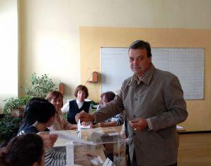 Областният и кметът гласуваха