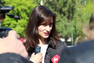 Мария-Габриел в Перник: Ще работя за това образованието и културата да стоят високо в дневния ред на ЕС
