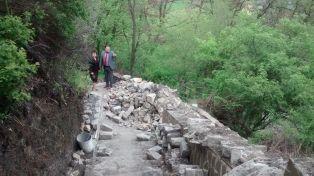 Започнаха да правят стълбите в парка. Ремонтът струва 60 хиляди лева Церовска и Караилиев на инспекция