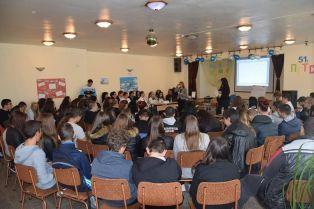 Евродепутат връчва награди в ученическо състезание