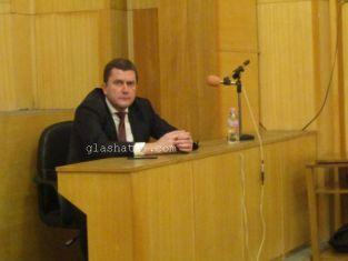 Кметът Владииров с  максималния възможен размер на заплата, съветниците се изпокараха