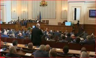 Парламентът гласува оставките и новите министри
