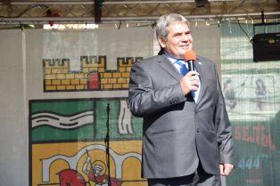 Повод да почерпи днес има кметът на Радомир Пламен Алексиев