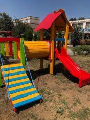 Учителите в Радомир с повече отпуска заради Короната