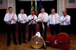 "Вокално трио ""Евридика""  в месечния фолклорен концерт   на Двореца"